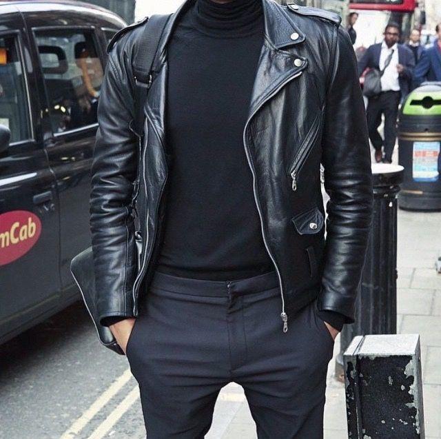 Perfecto en cuir noir porté avec un pantalon en laine et un pull à col roulé #style #menstyle #streetstyle #look #perfecto