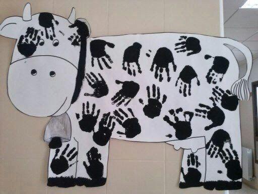Pintar una vaca entre todos los alumnos de la clase