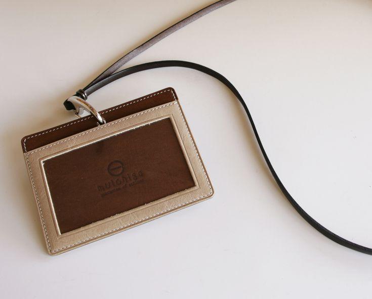 idカードホルダー おしゃれ 2トーンカラー   IDカードケース 職人の手作り 全て本革を使用    。idカードホルダー おしゃれ 2トーンカラー  牛本革 idカードケース IDホルダー 日本製  両面仕様 ネックストラップ