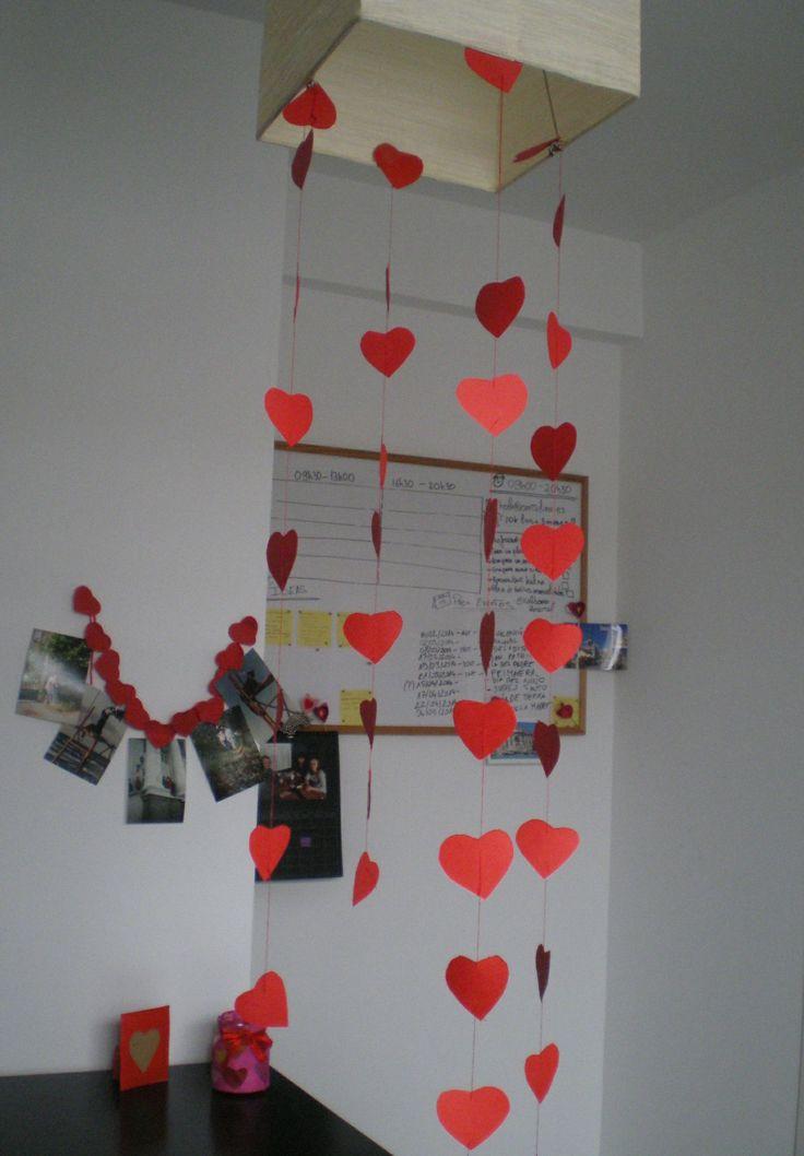 http://cartulina.es/detalles-romanticos-guirnalda-para-san-valentin/ Guirnalda de corazones