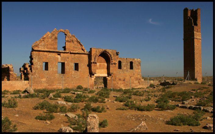 La première université au monde  Harran (Turquie) faite par le calife Abbasside Harun al-Rashid pour la traduction des textes grecs etc.