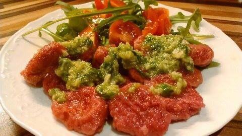 Gnocchi z červené řepy a bazalkovým pestem pro děti od 1 roku