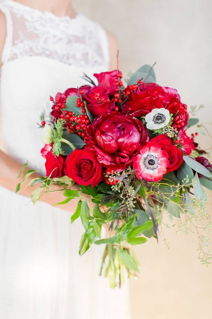 Kendrick's bouquet consisted of red roses, red peonies, red and white anemones and also greenery.