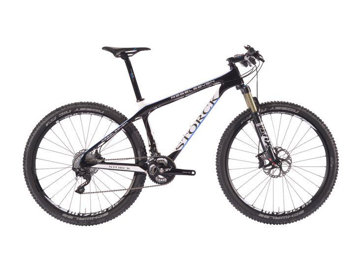 Die Synthese aus klassischem 26-Zoll-Bike und Twentyniner: laufruhig und vortriebsstark, dabei agil und kompakt. Jetzt mit 350,00 € Extra-Rabatt abfassen! #bikerboarder #bikes #storck
