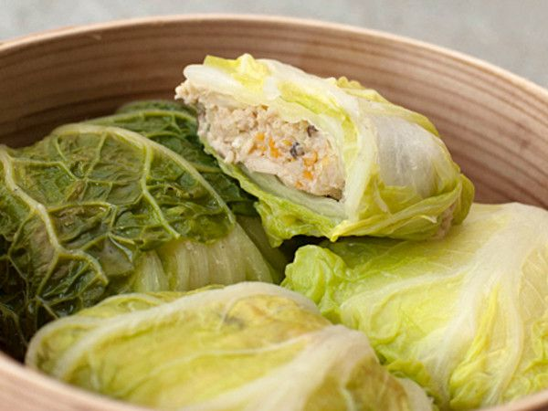 Steamed stuffed cabbage roll recipe  Using cabbage leaves as a wrapper is not only healthy and delicious; it also makes the dish more interesting to look at. With the meat filling and the leafy cabbage wrapper, there is a mouthful of balanced diet in every bite.    Makes 8    Ingredients:    8 whole napa cabbage leaves  100g chopped prawns  150g minced pork  5 fresh water chestnuts, peeled and chopped  4 cloves garlic, peeled and finely chopped  5 shiitake mushrooms, thinly sliced  ½ carrot…