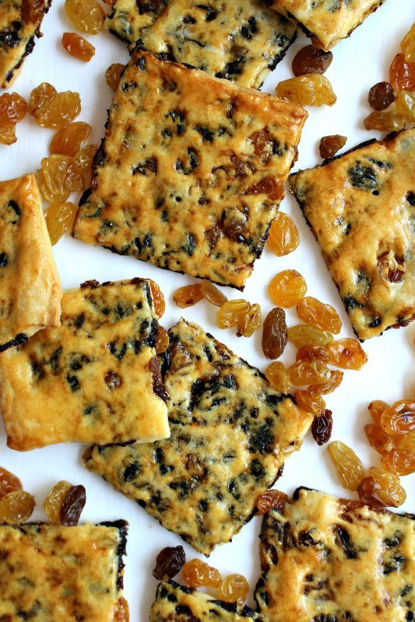 Golden Raisin Biscuit Cookies(Garibaldi Biscuits)- Bet you can't eat just one! Crisp,thin dough filled with a naturally sweet raisins! Just like the cookies made by Sunshine years ago!| The Monday Box