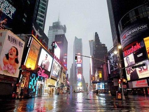 Times Square aspettando Uragano Sandy...inquietante, mai vista cosi' vuota!