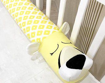Bebé cuna parachoques guepardo amarillo almohada hecha a mano, almohada collarín, bebé cama parachoques, bebé ducha presente