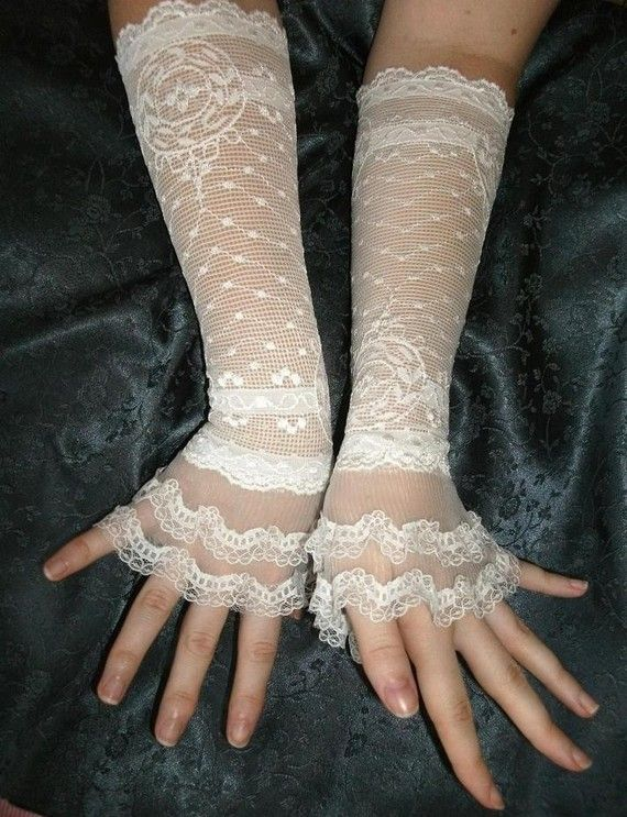 I never thought I'd wear gloves with a wedding dress, but this kind fits the steampunk theme so well.