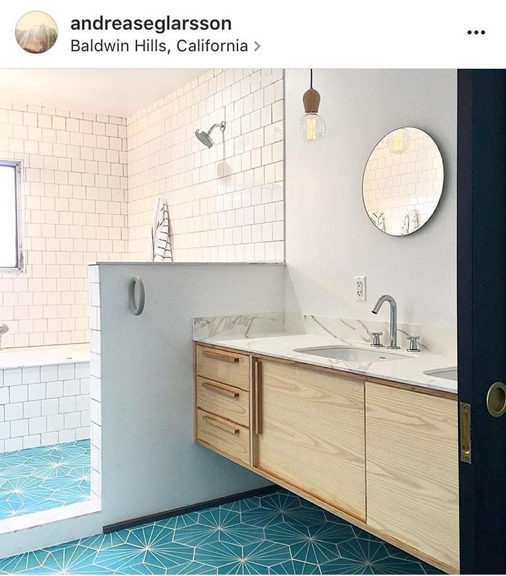 Wouldn't mind this bathroom  @andreaseglarsson great job! ⭐️⚡️ #marrakechdesign #kakel #klinker #fliser #tiles #flooring #handmadecementtiles #design #claessonkoivistorune #interiordesign #interior #dandeliontiles #contemporarytiles #badrum #bathroom #kök #kitchen #hall #hallway