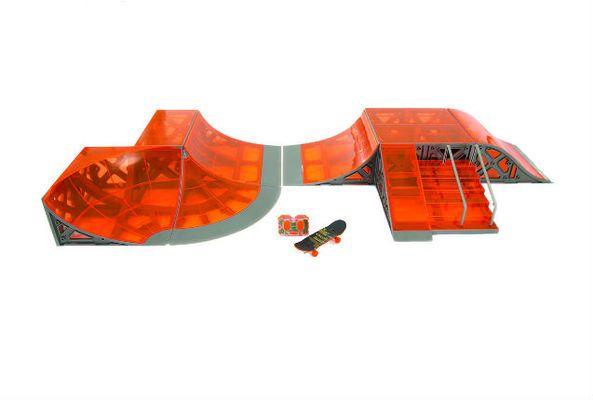 """Avec son Skatepark et Skateboard RC, Silverlit remporte le Grand Prix dans la catégorie """"jouet de récré"""". Objectif : devenir le roi du skateboard miniature et faire des figures pour épater les copains. via LSA-CONSO.fr"""