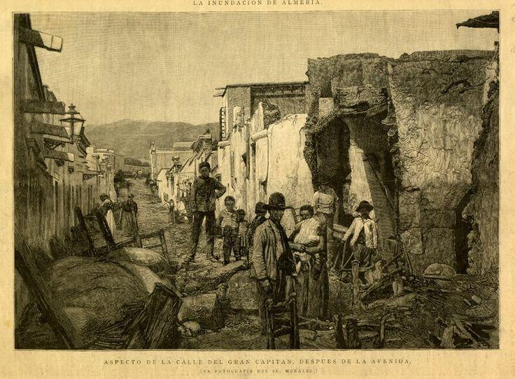 Aspecto de la calle Gran Capitán (Almería) después de la gran inundación ocurrida en 1891. Fotografía: Morales