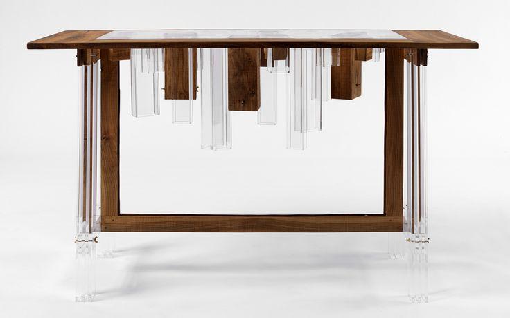 """Il giovane studio di design Hillside Out di Bologna presenta una collezione di mobili che """"incorniciano"""" e evidenziano la struttura delle città."""