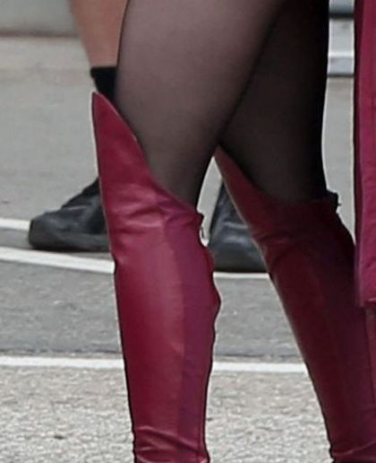 Melissa Benoist legs as Supergirl