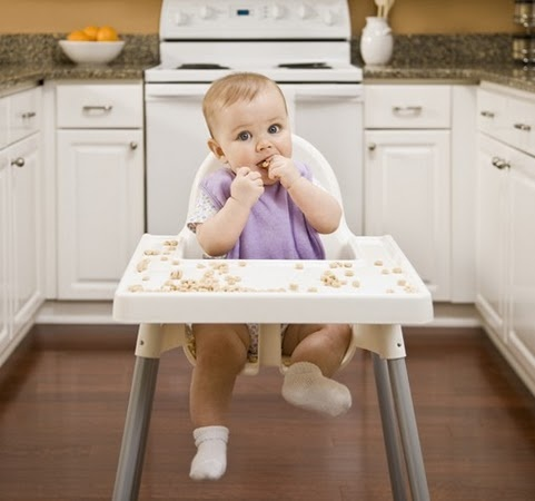Tired of Cheerios? Over 40 Finger Foods Your Baby Will Love - I read this and we do a lot, but it has really good ideas I hadn't thought of! - AAH