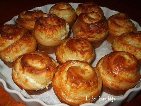 Sajtos-tejfölös tekercs muffinsütőben
