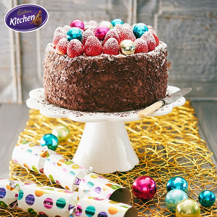 Merry Christmas to my big baking  family! This epic Christmas Chocolate Cake is the perfect way to top off today's festivities!  #merrychristmas #recipe #baking #pudding #desserts #chocolate #cakes