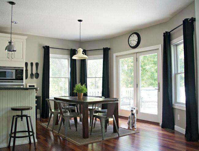 Занавески на кухню (44 фото): практично, модно, стильно http://happymodern.ru/zanaveski-na-kuxnyu-44-foto-praktichno-modno-stilno/ Черные контрастные занавески на кухне