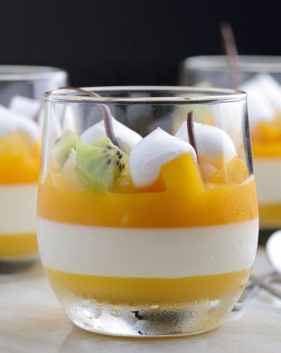 Une Panna cotta festive pour le dessert du repas de Noël : mangue, vanille et fruits exotiques
