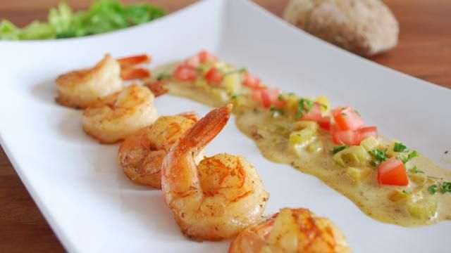 Scampi's met curry, appel en selder.