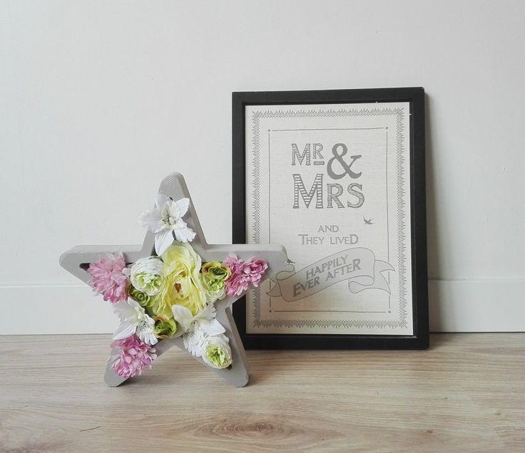 Nuestras piezascon flores son únicas. Ideales para regalar, para decorar tu mesita de noche... Como todas las piezas de Letras Luces, ¡súper versátiles! Esta e