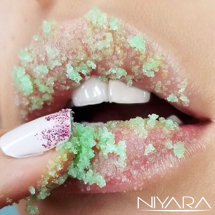 """🍃Sugar is a natural humectant that attracts moisture to the lips 🍃Our organic mint lip scrub """"El Draque"""" is on Sale now ☺️🙌🏼 (link in bio) • • • #niyaracosmetics #smile #instagood #beautiful #love #cute #instamood #bestoftheday #follow #picoftheday #tbt #pretty #photooftheday #food #instagramhub #nature #friends #hair #like #me #summer #igdaily #instagramers #girl #instadaily #sugarlips #lipscrub"""