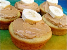 Trying these today for my bday Hungry Girl's Banana Cupcakes with Peanutbutter frosting: Hey Cupcake, Peanut Butter Bananas, Cupcake Rosa-Choqu, Cupcake Cak, Banana Cupcakes, Peanutbutt Frostings, Girls Bananas, Bananas Cupcake, Cupcake Idea