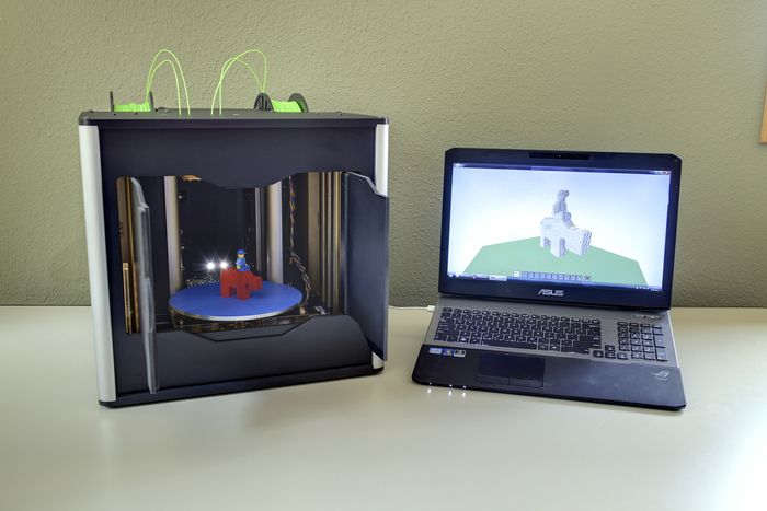 Lionhead 3D scanner and 3D printer with Li Modelling software.