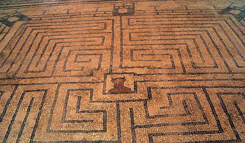 Minotauro al centro di un labirinto