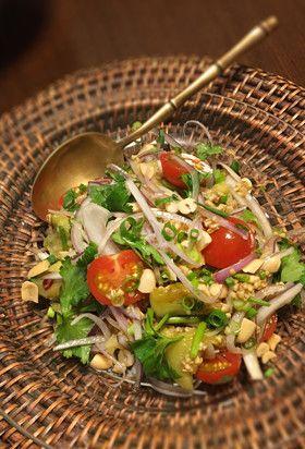 タイ風オーツ麦とパクチーの焼きなすサラダ by VenusTokyo 【クックパッド】 簡単おいしいみんなのレシピが280万品