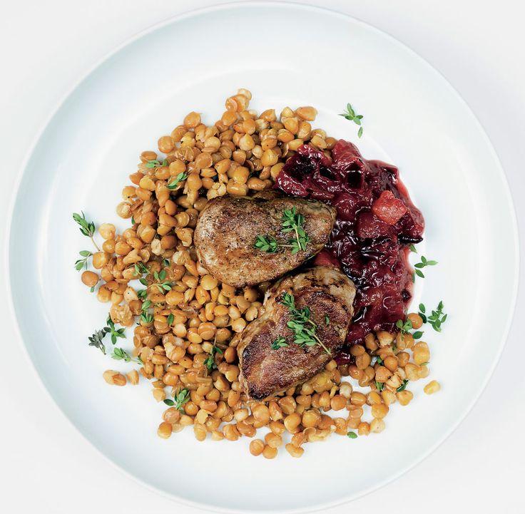 Filet de porc aux prunes, ras el hanout sur lit de lentilles au thym
