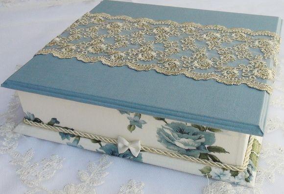 Caixa em MDF pintada com tinta PVA e revestida com tecido 100% algodão. Apliques em renda importada. R$ 75,00