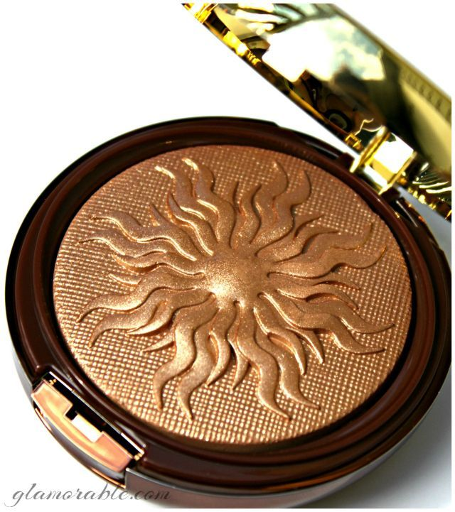 Physicians Formula Bronze Booster Glow-Boosting Airbrushing Bronzing Veil Deluxe Edition aka Bronzer With A Seriously Long Name | via @glamorable #bbloggers #beauty #makeup #drugstore #bronzer #highlighter
