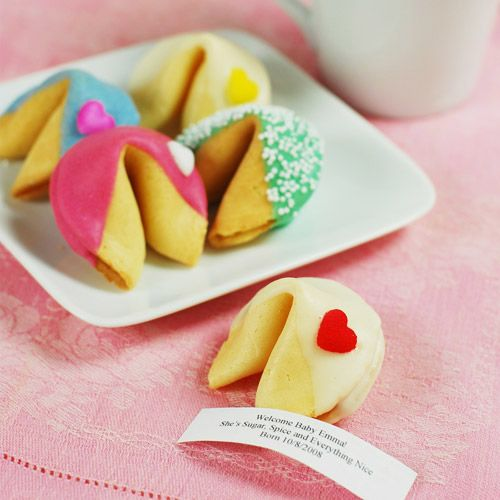 Cute little table favours. Personalize cookie with wedding message or make up fortunes of your own. Find more wedding favour ideas here http://raspberrywedding.com/category/raspberry-wedding/decoration/stationeryandfavours/