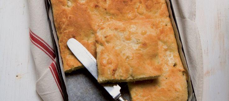 Pizza di pane con formaggi