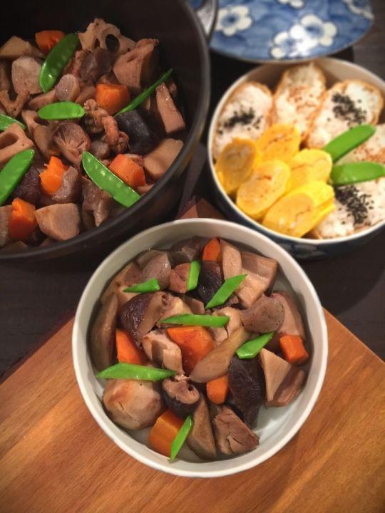 「秋のお野菜たっぷり♪バーミキュラで筑前煮 by SHIMA」のレシピページです。《レシピサイトNadiaコラボレシピ》九州地方はお祝いごとや人が大勢集まる際には筑前煮をお重につめて出す風習があります。 運動会や行楽のお弁当にもよく使われています。水を使わずにバーミキュラ加熱する事