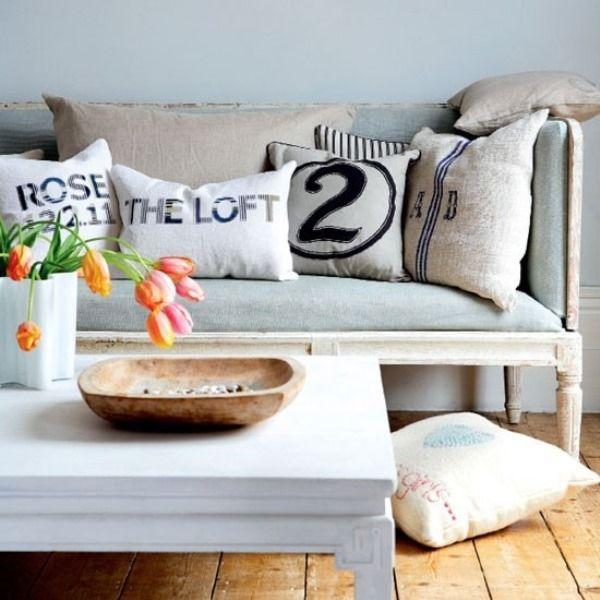 Чем обновить и разнообразить интерьер? Можно ли внести «изюминку» в обстановку дома, не делая больших денежных затрат? Декоративные подушки — яркий пример решения этой задачи. Миниатюрные подушечки сделают ваш дом намного красивее, и придадут уют. Разложенные подушки на кровати или диванчике не только делают интерьер м�%8