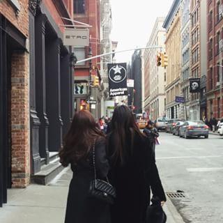 Strolling around the city#sisters #nyc #jungsis #정자매 #나보다쪼끔밖에안커 #220cm #222cm