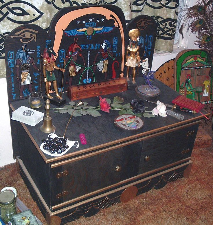 Pagan Home Decor: 17 Best Images About Sacral Space: Altars & Shrines On