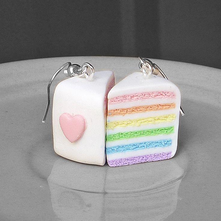 """Pastelově duhové dorty Náušnices dorty z polymerové hmoty, délka3,9 cm vč.háčků. Další dorty zde.  Tento výrobek vznikl v rámci klubu """"Soutěž/nesoutěž: barevné výrobky"""", na téma """"MŮJ PESTRÝ SVĚT""""."""