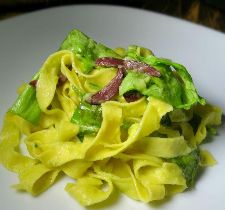 tagliatelle con crema di porri e olive è un primo piatto nato per caso, perché è vero che porri e olive sono un classico contorno per carni bianche o pesce