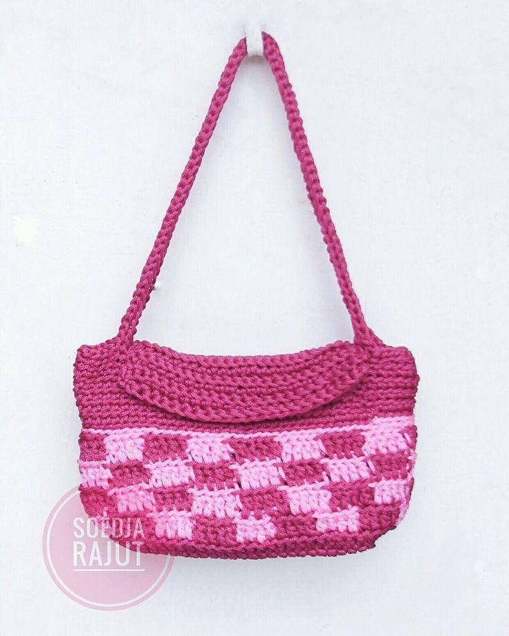 Crochet bag boho pink fuchsia in checkered pattern