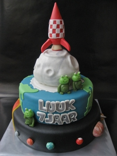 Space Cake By Haaz76 On Cakecentral Com Torte Cake