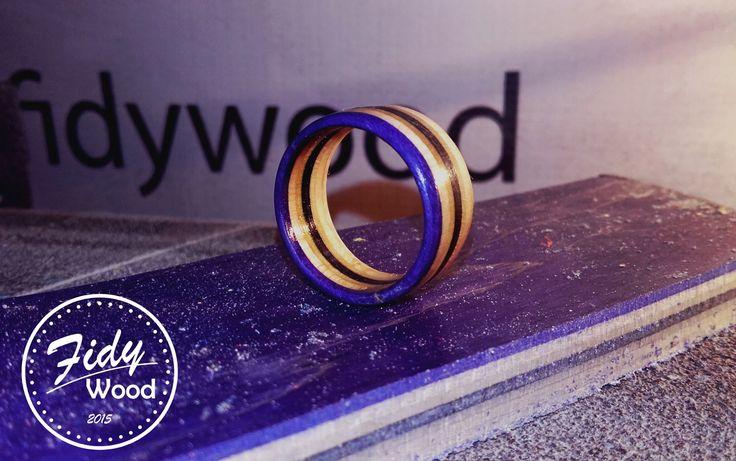 SKATE RING - PURPLE FLIP PRSTENY VYROBENÉ ZE STARÝCH SKATE DESEK   Prsteny vyrobené ze starých skate desek je jedním z nejhezčích využití zlámaných skatů .  Vyrábíme několik základních variant ale po emailové dohodě je možno nechat si vyrobit prsten i  z vlastní desky a z volitelným průměrem.