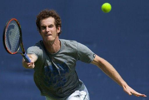 エイゴン選手権(AEGON Championships 2014)を控え、練習に臨むアンディ・マレー(Andy Murray、2014年6月9日撮影)。(c)AFP=時事/AFPBB News