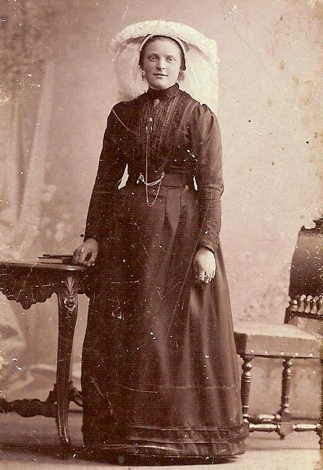 Bidprentjes met pofferafbeeldingen WILHELMINA VAN DE BESSELAAR (*Sint Michielsgestel, 08-04-1885 - + Gemonde, 05-02-1953) #NoordBrabant