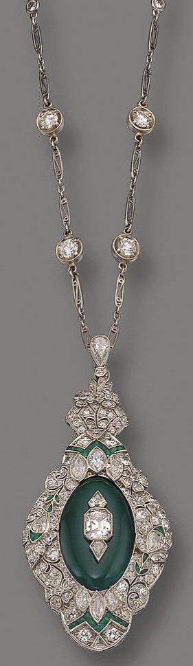 DIAMOND AND CHALCEDONY PENDANT-BROOCH/NECKLAC E, CIRCA 1920
