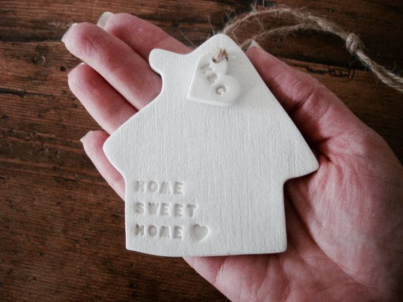 Home sweet home : White clay house ornament & personalised tag ~ custom gift for a new house ~ house warming gift