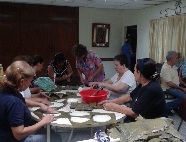 Actividad para recaudar fondos: preparando comida para la venta.