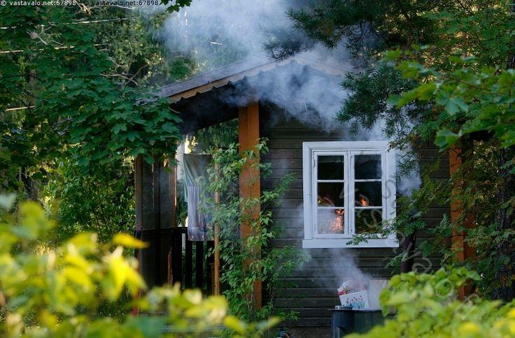 Saunan lämmitys - lämmittää sauna saunoa lämmitys savu polttaa puita ikkuna pyyhe puusauna syysilta
